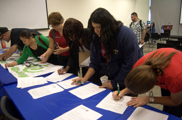 Students at North Lake College Commit to Complete during a fall 2011 pledge event.