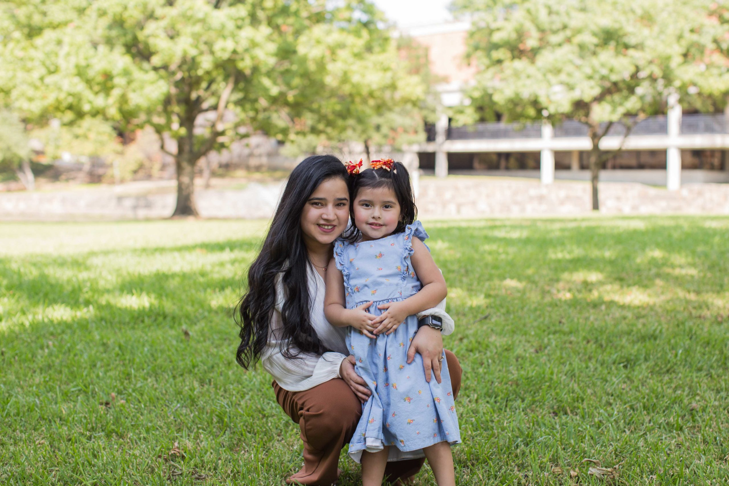photo of Emily De La Rosa with her daughter